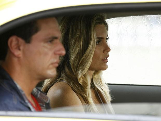 Depois, quem fica mal é Érica ao saber que o coração do capitão está aos pedaços (Foto: Salve Jorge / TV Globo)