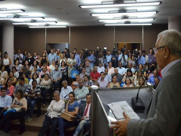 Governador reúne equipes de saúde e anuncia emergência (Foto: Tássio Andrade/G1)