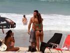 Ronaldo Fenômeno e Paula Morais namoram na praia
