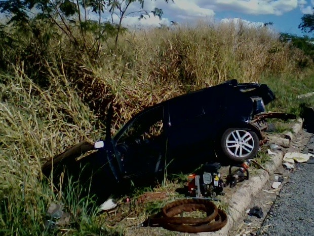Duas pessoas morrem em acidente na BR-153, próximo a Nova Glória, em Goiás (Foto: Divulgação/PRF)