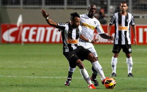 Fernandinho e Seedorf Atlético-MG x Botafogo (Foto: Washington Alves / VIPCOMM)