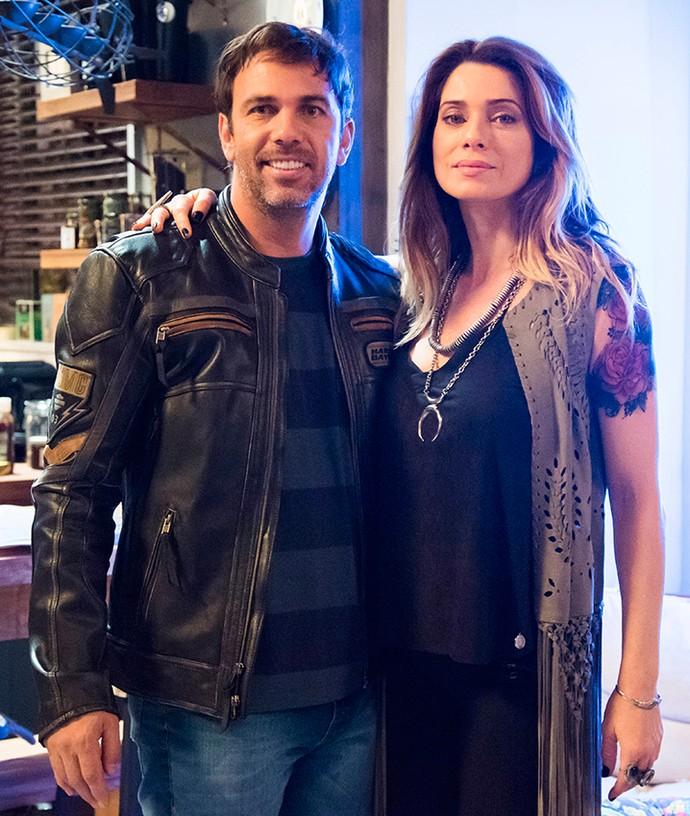 Felipe e Lenita têm personalidades bem diferentes, mas são um casal que compartilha uma paixão: as motos (Foto: TV Globo / Cesar Alves)