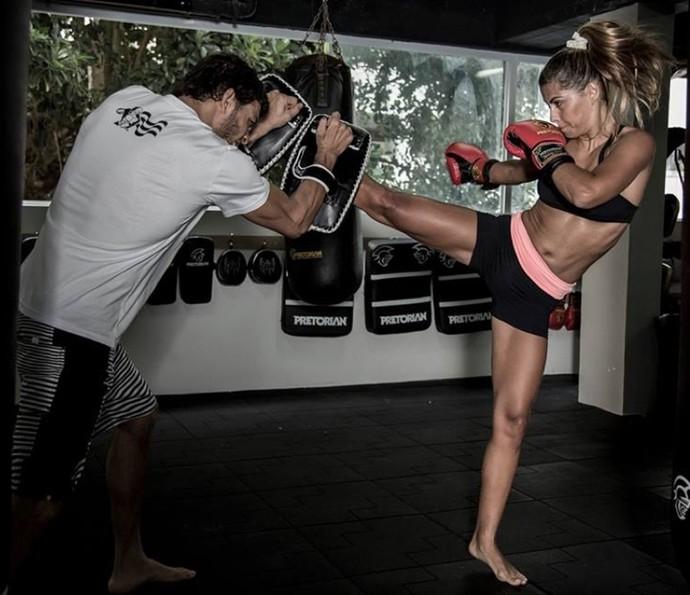 A definição muscular de Bruna Salvatori foi conquistada com muito suor (Foto: Inácio Moraes / Gshow)