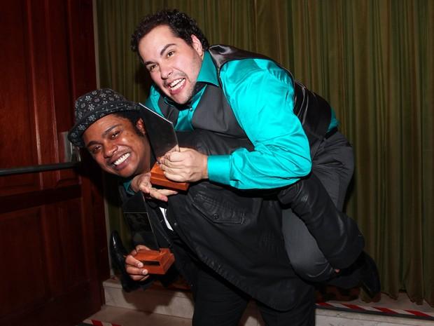 Danilo Moura e Tiago Abravanel em prêmio de teatro em São Paulo (Foto: Manuela Scarpa/ Foto Rio News)