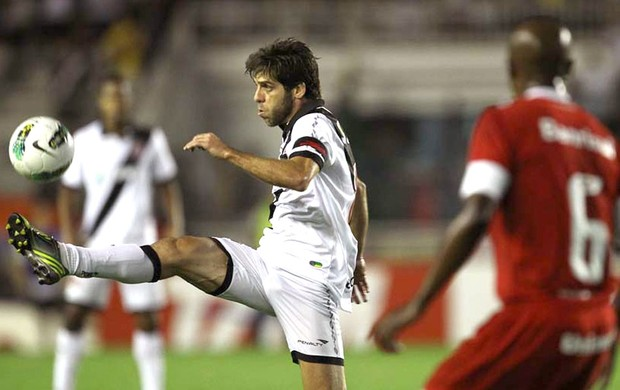 Juninho Pernambucano na partida do Vasco contra o Internacional (Foto: Marcelo Sadio / Site Oficial do Vasco da Gama)