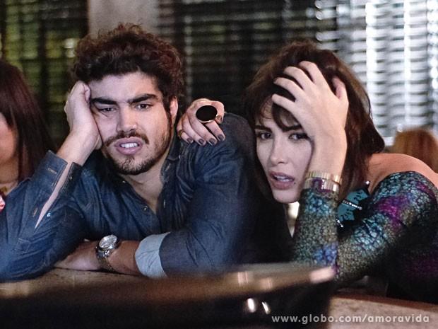 Patrícia e Michel percebem que deu ruim... (Foto: Amor à Vida/ TV Globo)