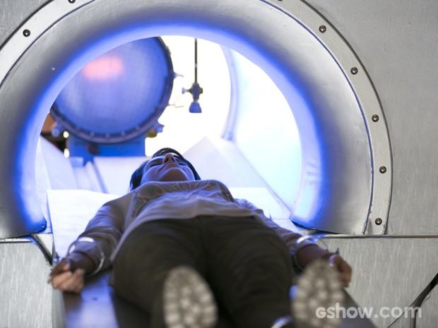 Joana passa novamente pela máquina (Foto: Felipe Monteiro/TV Globo)