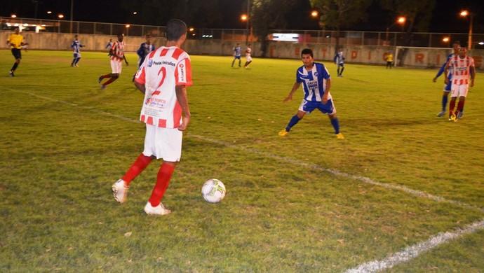 A rivalidade em campo entre Náutico-RR e São Raimundo-RR (Foto: Nailson Wapichana/GloboEsporte.com)