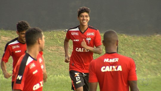 """Betinho comemora atuação contra o Vila Nova: """"A gente se cobra muito"""""""