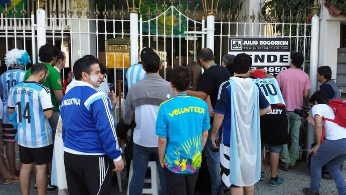 Torcedores jogo entorno Maracanã (Foto: Jorge Natan)