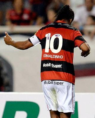 ronaldinho gaucho flamengo gol internacional (Foto  Alexandre Loureiro    Vipcomm) Ronaldinho Gaúcho foi o último camisa 10 criativo ce66aae93d33e