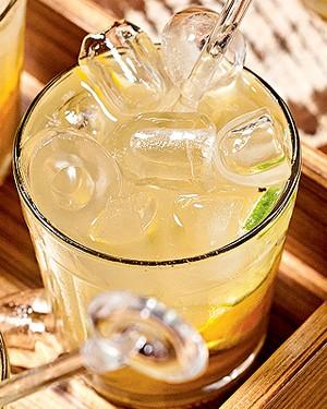 Caipirinha de caju com limão (Foto: Caipirinha de caju com limão)