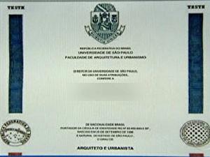 Modelo de diploma da USP (Foto: Reprodução)