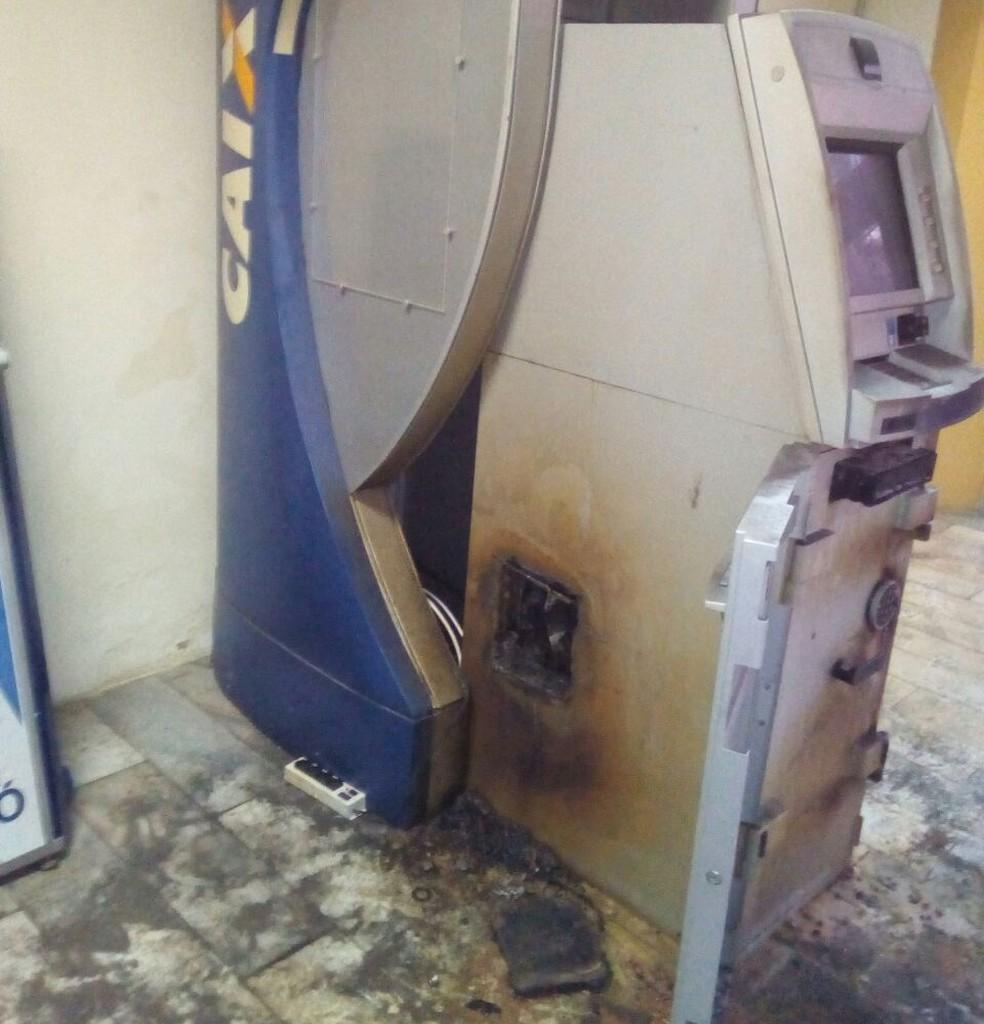 Caixa eletrônico foi arrombado dentro de prédio onde funcionam secretarias municipais de Mossoró (Foto: Alcivan Vilar/Fim da Linha )