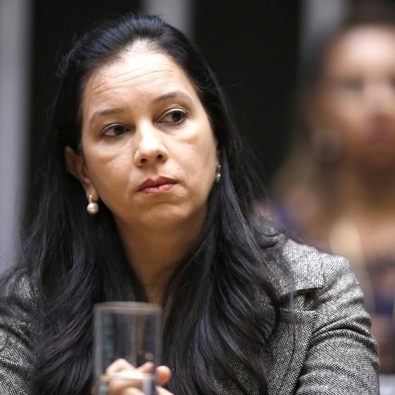 A advogada-geral da União, Grace Mendonça, participa de sessão na Câmara dos Deputados (Foto: Jorge William / Ag. O Globo)