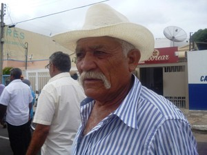 Sindicalista reclama da distribuição do milho (Foto: Carol Souza/ G1)