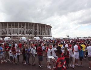 Filas estádio Mané Garrincha Santo x Flamengo (Foto: Fabrício Marques)