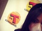 Anitta faz nebulização antes de programa de rádio em São Paulo