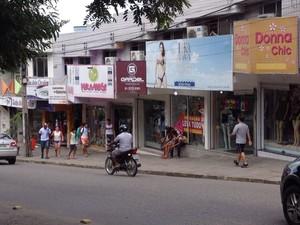 Lojas do Centro de Caruaru funcionam normalmente (Foto: Renata Torres/ TV Asa Branca)