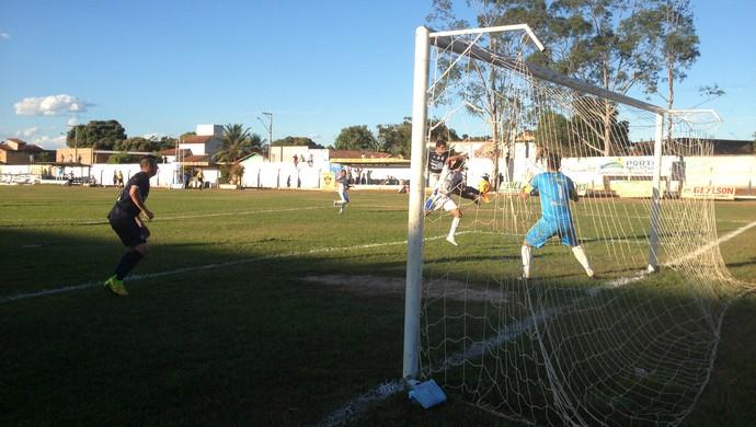 Rafael Paty faz o segundo gol do Remo que garantiu a vitária do time paraense  (Foto: Marcos Martins/GloboEsporte.com)