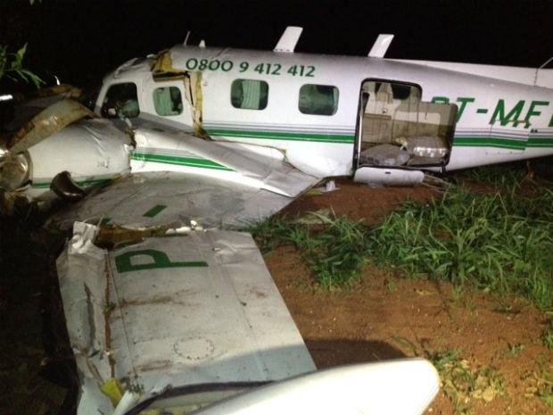 Avião estava carregado com malotes de dinheiro (Foto: Tony Mattoso/RPC TV)