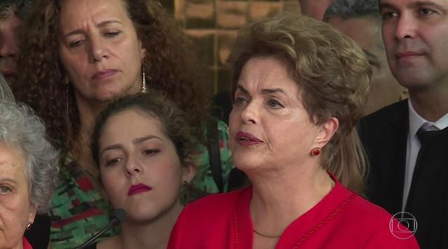 Após votação, Dilma promete 'oposição enérgica e incansável'