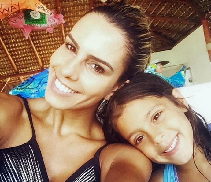 Sandrinha com a filha de sete anos (Foto: Arquivo Pessoal)