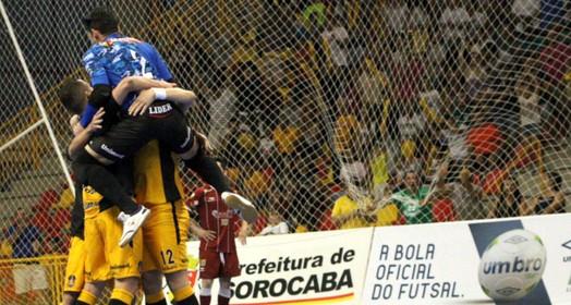 pé na vaga (Yuri Gomes / Magnus Futsal)