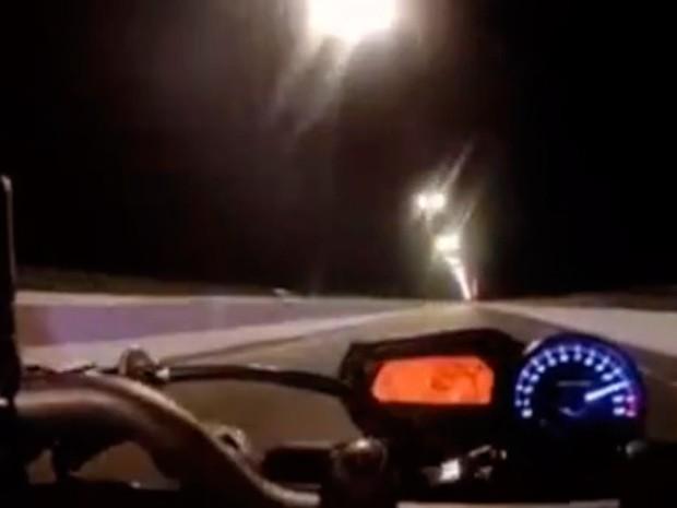 Vídeo foi publicado na página do motociclista no Facebook (Foto: Reprodução/Vídeo)