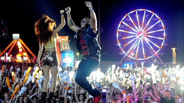 Flo Rida abre champanhe e dança com planetários (Vinícius Costa/Agência Preview/Divulgação)
