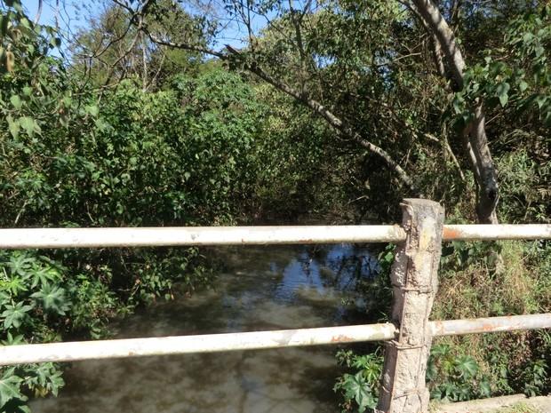 Bacia do rio Guaió na altura do município de Poá (Foto: Midaglia/Cetesb)