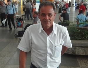Roberval Davino chegou para comandar o Papão (Foto: Gustavo Pena/GLOBOESPORTE.COM/PA)