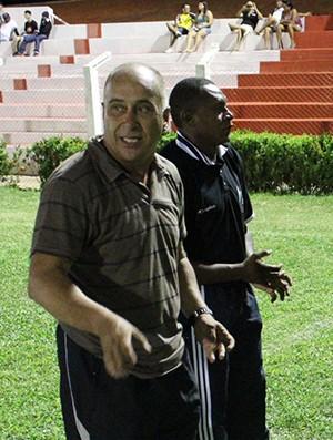 Nelson Mourão, técnico do Cori-Sabbá, ao lado do auxiliar técnico Vanin (Foto: Wenner Tito)