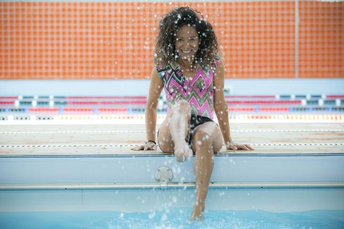 A atriz fez aulas de natação para interpretar a caiçara (Foto: Raphael Dias/Gshow)