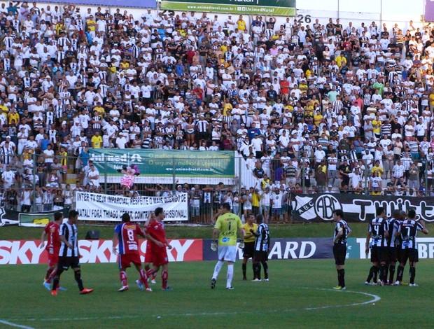 Guaratinguetá vence ABC no Frasqueirão e quebra sequência de seis vitórias do alvinegro potiguar (Foto: Augusto Gomes)