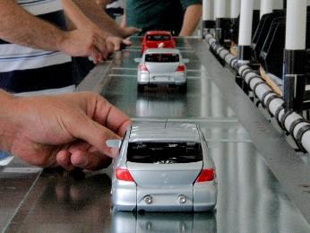 Por mais qualidade, montadora aposta em produção de miniaturas (Foto: Carlos Santos/G1)