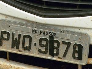 Carro estava com as placas adulteradas (Foto: Reprodução EPTV)