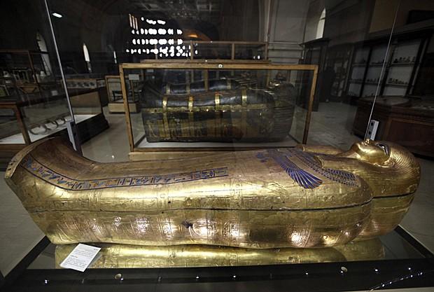 Sarcófagos e múmias dos tempos dos faraós egípcios são expostos em museu (Foto: Mohamed Abd El Ghany/Reuters)