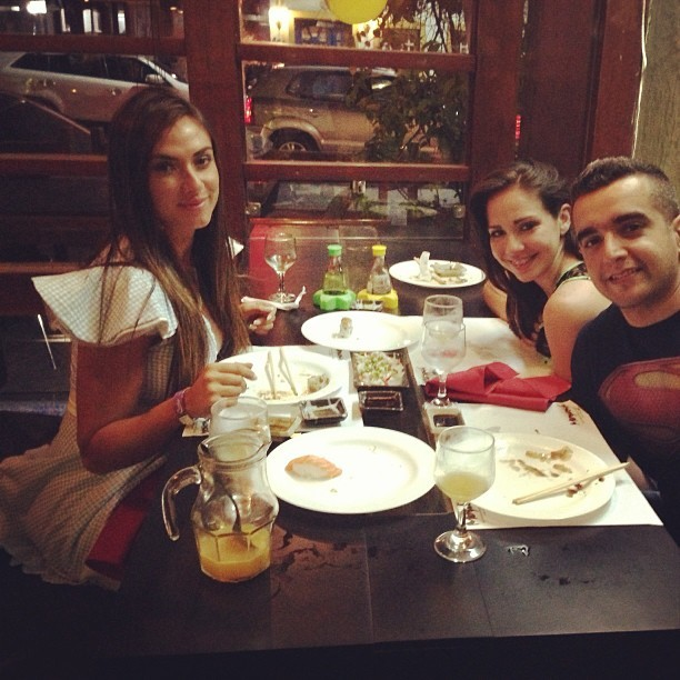 Nicole Bahls com os amigos (Foto: Reprodução/Instagram)