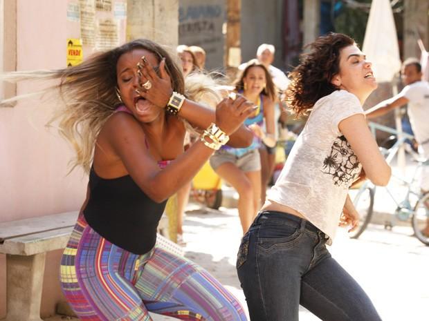 Delzuite não deixa Vanúbia escapar e dá um tapa na periguete (Foto: Salve Jorge/TV Globo)