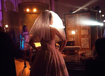 """Cena de """"Nada Aconteceu..."""", peça inspirada em """"Vestido de Noiva"""", de Nelson Rodrigues (Foto: Divulgação)"""