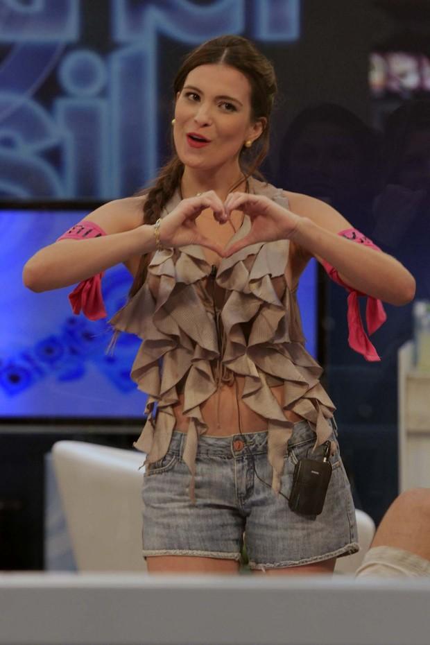 Kamilla tenta ganhar votos dançando na Casa de Vidro (Foto: Higson Miranda / EGO)