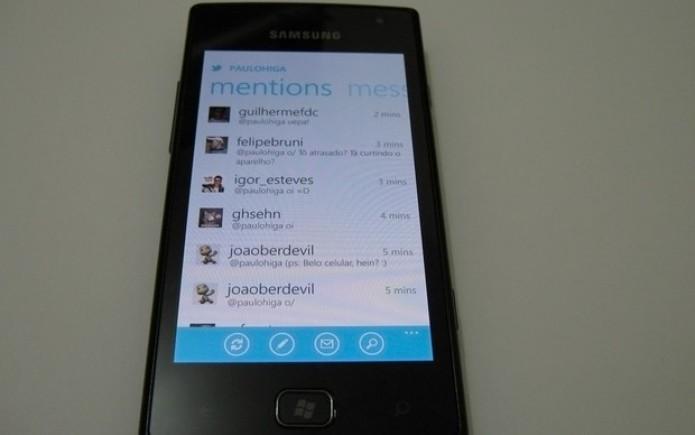 Twitter e outros aplicativos seguem a interface Metro, deixando o visual do smartphone padronizado (Foto: Paulo Higa/TechTudo)