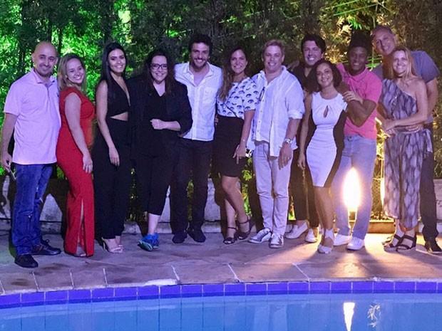 Letícia Lima e Ana Carolina com amigos em festa no Rio (Foto: Instagram/ Reprodução)