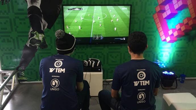 Evento também conta com a tradicional disputa do FIFA 2017 (Foto: Gabriel Morelli/G1)