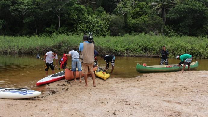 Equipe prepara equipamentos de segurança para começar a expedição (Foto: TV Bahia)
