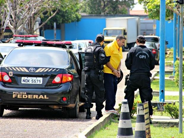 Presidiário 'Zé Roberto'  recebeu voz de prisão novamente foi levado à PF (Foto: Adneison Severiano/ G1 AM)