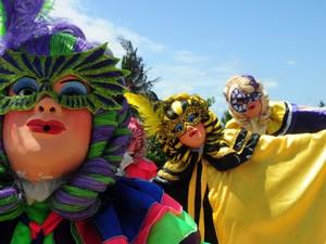 Máscaras bonitas no carnaval de Olinda nesta terça-feira (21). (Foto: João Carlos Mazella / Foto Arena / Agência Estado)