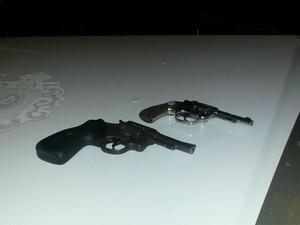 Pistolas foram apreendidas em Rio Grande (Foto: Brigada Militar/Divulgação)