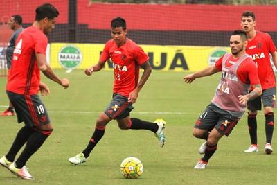 Arthur Henrique treinou nesta segunda-feira no Ninho (Foto: Gilvan de Souza/Flamengo)